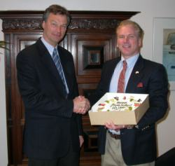 Heemskerk Burgemeester (Mayor) Bernt Schneiders personally congratulates Mark on the ten year anniversary of his program - March 5, 2005. Photo: Peter Dicker.
